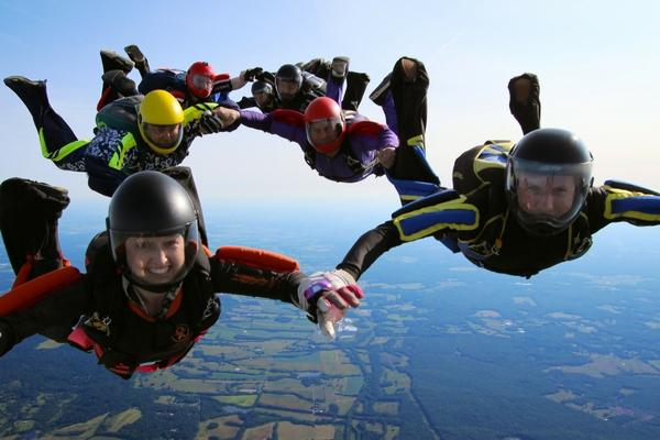 skydiving bringing people together