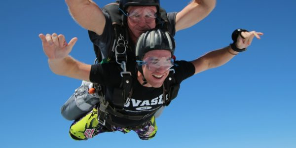 first timer experiences what skydiving freefall feels like